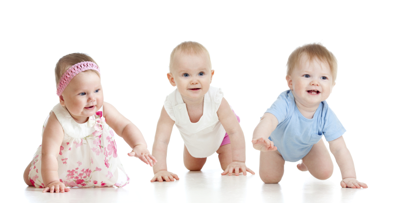Funny-babies-go-down-on-all-fours.-Competition-concept-000020347874_Full
